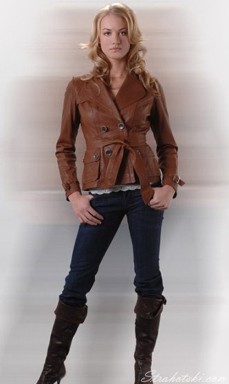 Yvonne Strahovski in leather jacket  jeans  amp  bootsYvonne Strahovski Leather