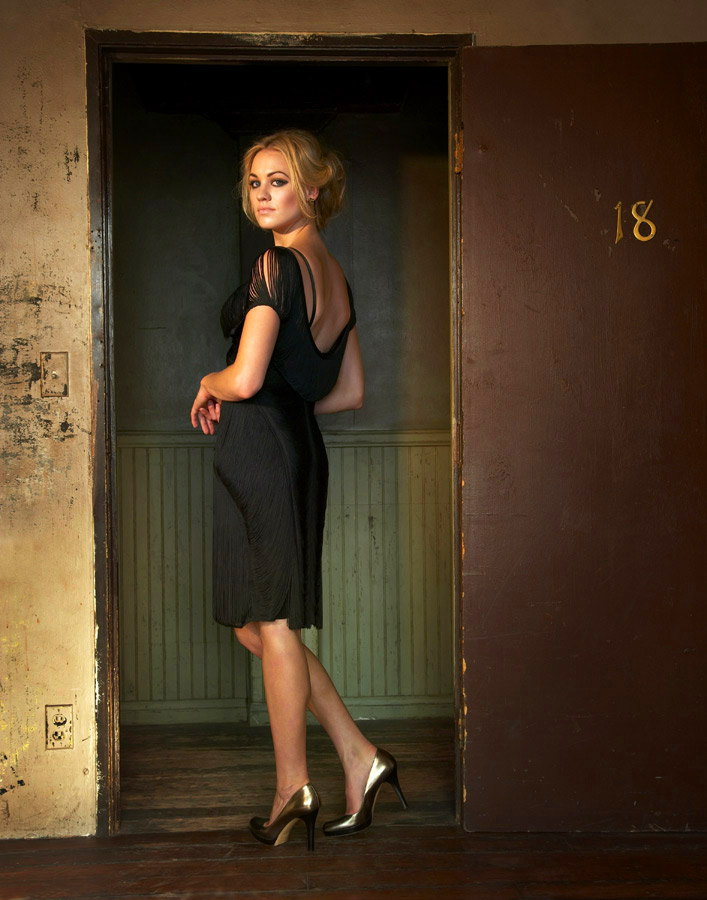 Who is yvonne strahovski currently dating 2