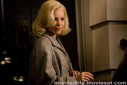 Rachel McAdams goes platinum blonde for Married Life